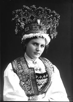 Traditional Norwegian folk costumes - Page 2 Bride Costume, Folk Costume, Costumes, Crown Photos, Anthropologie, Thinking Day, Portraits, Bridal Crown, Expo