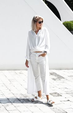 Outfit: all white layers MyDubio All White Outfit, White Outfits, Street Style 2016, Street Style Women, Other Outfits, Cool Outfits, Dress Over Jeans, Long White Shirt, Birkenstock Outfit