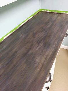 How to paint a laminate counter top - Postcards from the Ridge Painting Kitchen Counters, Painting Laminate Countertops, Countertop Makeover, Cheap Countertops, Painted Countertops, Countertop Paint, Glass Countertops, Kitchen Cabinets, Faux Granite