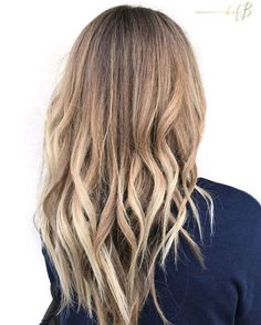 Winter might be in full swing but we're still feeling a bit of summer in Utah!This beauty came in with a grown out brassy ombré and needed to feel blonde again. #bofbeducator @AudreyInskeep gave her some sun drenched highlights with that covetous, cool + warm tone—just the way nature intended. ______________________________________________ FORMULA Highlight: @JackWinnColor Balayage Paint Lowlight: @Redken5thAve Shades EQ 06T + 06N Gloss: @Redken5thAve Shades EQ 09V + clear