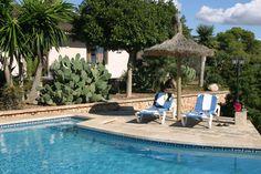 Relax en la piscina de nuestra VILLA LLOBETS I