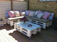 Light Weight Aluminum Band Patio Area Furnishings for the Poolside – Outdoor Patio Decor Pallet Patio Furniture, Outside Furniture, Home Furniture, Italian Home, Small Patio, Wood Pallets, Decoration, Interior, Outdoor Decor