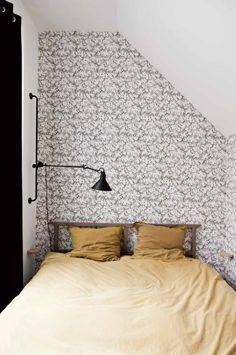 bedroom-black-white-wallpaper-parisian-apartment-jun15