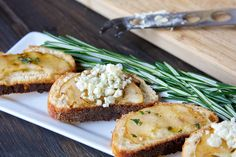 Grilled Pear, Brie & Honey Crostini, this is a simple and tasty appetizer or snack that tastes amazing!
