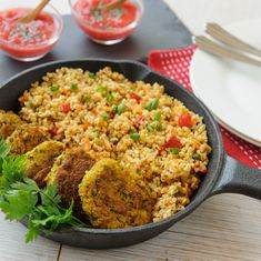 Chiftelute la cuptor cu fasole mung Wok, Veggie Meatballs, Romanian Food, Falafel, Lunches And Dinners, Main Meals, Fried Rice, Baby Food Recipes, Vegetarian Recipes