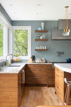 Modern Retro Kitchen, Danish Kitchen, Mid Century Modern Kitchen, Modern Kitchen Design, Kitchen Designs, Home Decor Kitchen, Kitchen Interior, Home Kitchens, Kitchen Ideas