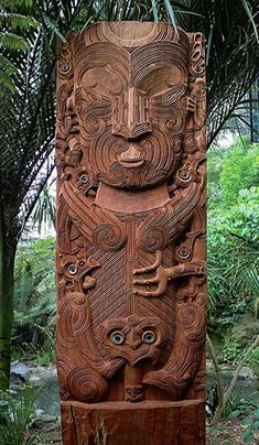 The Maori: A Rich and Cherished Culture at the World's Edge A carving of Tāne nui a Rangi, a Māori god, sited at the entrance to the forest aviary at Auckland Zoo. Maori Designs, Tribal Tattoo Designs, Tribal Tattoos, Maori Tattoos, Polynesian People, Polynesian Art, Arte Tribal, Tribal Art, Samoan Tribal