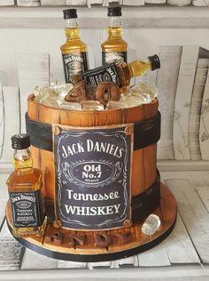 Jack Daniels Barrel Cake Source by jabssabine Bolo Jack Daniels, Festa Jack Daniels, Jack Daniels Barrel, Jack Daniels Birthday, Jack Daniels Party, Birthday Cake For Him, Adult Birthday Cakes, 17th Birthday, Whiskey Cake