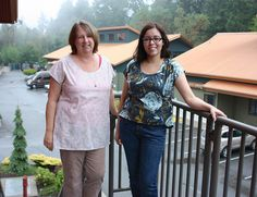 Diana and Jacqui make The Bess Top from Imagine Gnats by pink chalk studio, via Flickr