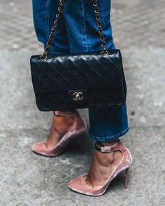 "details: Jimmy Choo ""Rosana"" pumps in ballet pink velvet, Chanel flap bag Looks Chic, Looks Style, Look Fashion, Fashion Shoes, Chanel Fashion, Winter Fashion, Fashion Accessories, Fashion Outfits, Charlie Brear"