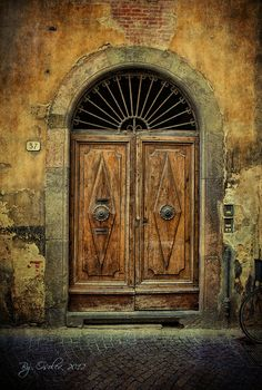 Don't know where this was taken but it reminds me of San Miguel... Beautiful doorway.