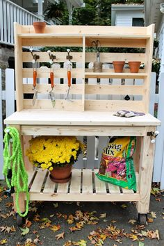 If you're tired of starting seeds on the kitchen counter, use these free, DIY potting bench plans to build your own outdoor potting station! by delia table 50 Best Potting Bench Ideas To Beautify Your Garden Outdoor Potting Bench, Pallet Potting Bench, Pallet Garden Benches, Potting Tables, Pallet Gardening, Gardening Tips, Vegetable Gardening, Pallet Hutch, Pallet Planters