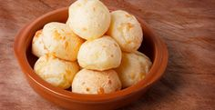 Brazilian Cheese Bread This recipe for Pão de Queijo, a traditional Brazilian Cheese Bread, contains Rosemary oil which provides a distinct. Bakery Recipes, Bread Recipes, Snack Recipes, Snacks, Brazilian Cheese Bread, Cooking With Essential Oils, Healthy Food Alternatives, Salty Foods, Side Dish Recipes