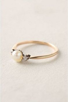 100+ Simple Vintage Engagement Rings Inspiration https://bridalore.com/2017/05/03/100-simple-vintage-engagement-rings-inspiration/ #engagementrings