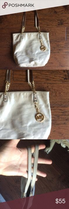 AUTH MICHAEL KORS NUDE TOTE W GOLD CHAIN & CHARM AUTH MICHAEL KORS NUDE TOTE W GOLD CHAIN & CHARM. Color is light tan. Shows a bit of wear but I cleaned and conditioned it and it looks great! Clean inside. Hanging dangle charm Michael Kors Bags