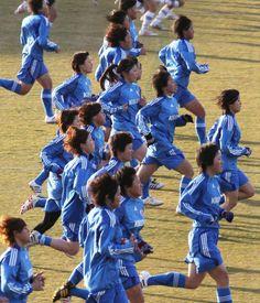 練習でダッシュするサッカー女子U-20日本代表候補(和歌山県)(2012年02月09日)