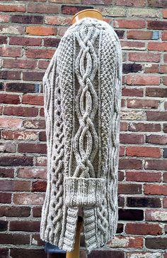 Celtic Grace pattern by Cheryl Beckerich - Maglieria Free Aran Knitting Patterns, Knit Patterns, Free Knitting, Stitch Patterns, Vogue Knitting, Cable Knit Sweaters, Pulls, Knit Crochet, Cardigans