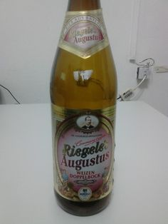 Cerveja Riegele's Augustus, estilo German Weizenbock, produzida por Brauerei S.Riegele, Alemanha. 8% ABV de álcool.