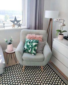 Ein Super Bequemer Sessel, Ein Kuscheliges Fell, Die Trendige Kissenhülle  Jonna, Ein Gemusterter