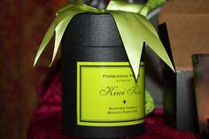Une belle idée cadeau, le pot kiwi pétillant de la collection fruit défendue Fruit Défendu, Pots, Scented Candles, Kiwi, Collection, Gift Ideas, Cookware, Jars, Flower Planters