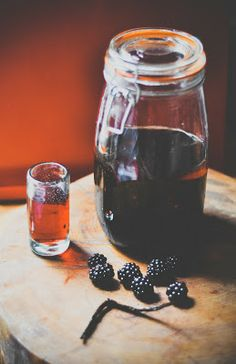 Last year Sloe Gin, this year - Domestic Sluttery: Blackberry Rum Blackberry Rum Recipe, Vanilla Rum, Rum Recipes, Hooch, Spiced Rum, Wine Making, Making Gin, Christmas Makes, Non Alcoholic