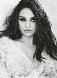 Bilderesultat for Mila Kunis Beach Natalie Portman Y Mila Kunis, Mila Kunis Haar, Beautiful Eyes, Beautiful People, Beautiful Women, Beautiful Person, Mila Kunis Pics, Mila Kunas, Hollywood