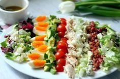 COBB saláta Cobb Salad, Bacon, Vitamins, Salads, Protein, Bbq, Meals, Cooking, Recipes