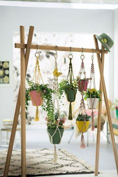 DIY hanging macrame – The tutorial on Marie Claire Idées – Vintage Home Decor Summer Deco, Diy Home Decor Projects, Diy Projects To Try, Decor Ideas, 31 Ideas, Ideas Para, Decorating Ideas, Marie Claire, Deco Zen