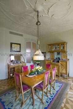Image from https://angrylittledesigner.files.wordpress.com/2012/05/casa-mila-dining-room.jpg.