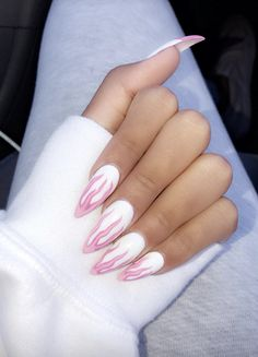 There are three kinds of fake nails which all come from the family of plastics. Acrylic nails are a liquid and powder mix. They are mixed in front of you and then they are brushed onto your nails and shaped. These nails are air dried. Hair And Nails, My Nails, Claw Nails, Heart Nails, Fire Nails, Dream Nails, Cute Acrylic Nails, Acrylic Nails Stiletto, Matte Nails