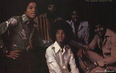 Photos Of Michael Jackson, Michael Jackson Smile, The Jackson Five, Jackson Family, Jermaine Jackson, Big Pops, 70s Inspired Fashion, You Are The Sun, Family Bonding