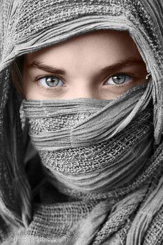 Brinda 💓 Beautiful Muslim Women, Beautiful Hijab, Gorgeous Eyes, Pretty Eyes, Cool Eyes, Beautiful People, Beauty Portrait, Portrait Art, Art Model