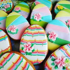 Easter Cookies Ideas which are so cute & gorgeous that you'd want to try it right now Ostern Kekse Ideen No Egg Cookies, Fancy Cookies, Iced Cookies, Cute Cookies, Easter Cookies, Easter Treats, Sugar Cookies, Frosted Cookies, Heart Cookies