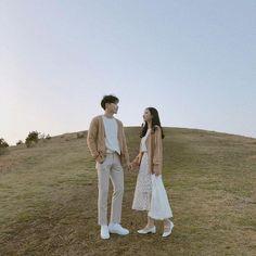 Korean Wedding Photography, Wedding Couple Poses Photography, Vintage Couple Photography, Korean Couple Photoshoot, Pre Wedding Photoshoot, Fashion Couple, Look Fashion, Couple Ulzzang, Matching Couple Outfits