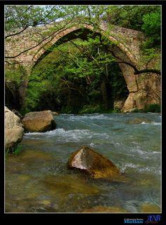 One more jewel in collection - Karitena, Arkadia Το παλιό πέτρινο γεφύρι του Ατσίχολου
