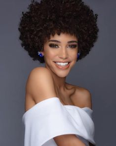 Congratulations Kaliegh Garris, our new Miss Teen USA! Natural Curls, Natural Hair Styles, Natural Beauty, Black Women Hairstyles, Cool Hairstyles, Pageant Headshots, Miss Teen Usa, Pageant Crowns, Hair Milk