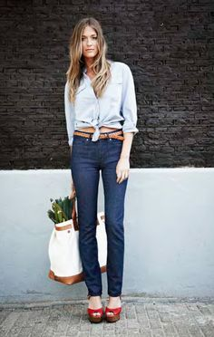 to look this good walking to my grocery store love the outfit! A street style look that's just right, with dark wash Levi's High Rise Skinny jeans Cool Outfits, Summer Outfits, Fashion Outfits, Blue Jeans, Street Style Looks, Denim Shirt, Get Dressed, Passion For Fashion, Dress To Impress