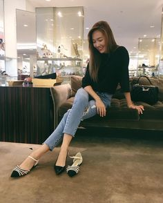 Black Long Sleeve Plain Top with Maong Pants Fashion of Jessica Jung Magazine Cosmopolitan, Instyle Magazine, Fashion Line, Daily Fashion, Girl Fashion, Fashion 2016, Jessica & Krystal, Krystal Jung, Jessica Jung Fashion