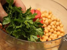 Falafel - eredeti arab recept lépés 4 foto Falafel, Chana Masala, Spinach, Food And Drink, Herbs, Vegetables, Ethnic Recipes, Herb, Vegetable Recipes