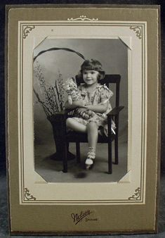 Vintage Photograph - Little Girl with Teddy Bear - Old Photo in Easel Frame Old Teddy Bears, Antique Teddy Bears, Bear Photos, Old Photos, Vintage Photographs, Vintage Photos, Easel, Vintage Toys, Little Girls
