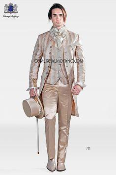 Traje de novio italiano levita redingote a medida, en tejido brocado marfil dorado con cuello de pedrería, modelo 711 Ottavio Nuccio Gala colección Barroco 2015.