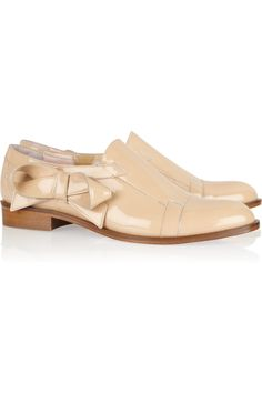 tread a perfect line between boy/girl style {bow-embellished nude patent loafers by Red Valentino}