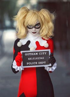 How To Make A Harley Quinn Costume For Halloween. The Joker's eternal lover is one of the most original costumes for Halloween for women. Harley Quinn is Batman's eternal enemy in Arkha. Spooky Halloween Costumes, Hallowen Costume, Cool Costumes, Costumes For Women, Halloween Party, Costume Ideas, Easy Halloween, Halloween 2013, Women Halloween