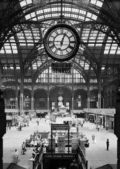 ⊱New York City photo of Penn Station, Pennsylvania Station interior. The best-known and first to bear the name is New York City's Penn Station. The station opened September 1910 for Long Island Rail Road trains via the new tunnel under the East River. New York Architecture, Architecture Images, Vintage Architecture, Vintage New York, Level Design, New York Landmarks, Magic Places, Ville New York, Little Italy