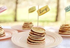 Pancake Place Cards - Perfect for a brunch wedding or party Mini Pancakes, Breakfast Pancakes, Best Breakfast, Breakfast Photo, Birthday Breakfast, Breakfast Parties, Birthday Pancakes, Birthday Brunch, Fluffy Pancakes