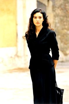 "Niciodată Monica Bellucci nu a fost mai frumoasă ca în ""Malena"" 2000 Malena Monica Bellucci, Monica Bellucci Young, Monica Bellucci Photo, Michaela Bercu, Most Beautiful Women, Beautiful People, Italian Beauty, Italian Women, Actrices Hollywood"