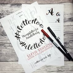 Liebe letternden Linkhänder, Endlich sind sie da, die Handlettering-Übungsblätter für Linkshänder. Bitte teilt mir dringend mit, welche Herausforderungen Euch beim Lettern noch begegnen, die durch …