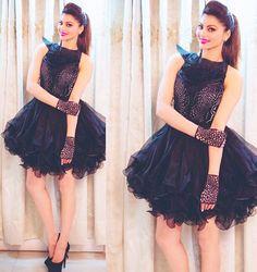 Urvashi Rautela in aza designer Eshaa Amiin Bollywood Girls, Bollywood Stars, Bollywood Fashion, Bollywood Actress, Urvashi Rautela Saree, Girl Fashion, Fashion Looks, Cocktail Wear, Knee Length Dresses
