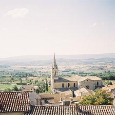 Une place dans La Provence.
