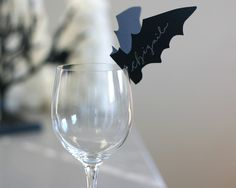 bat name cards - good for spooky dinner party Horror Party, Halloween Horror Nights, Halloween Dinner, Halloween 2018, Holidays Halloween, Happy Halloween, Halloween Decorations, Halloween Cookies, Halloween Crafts